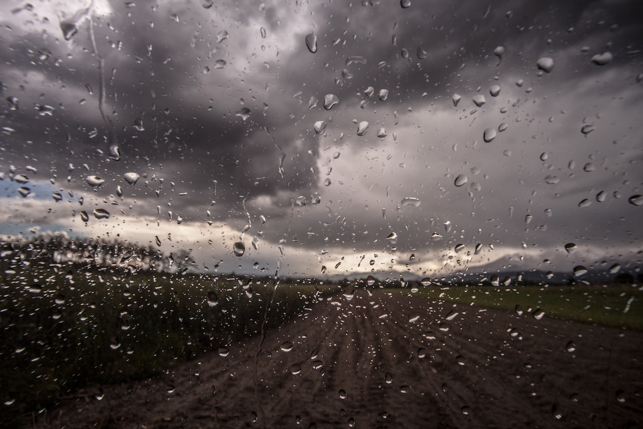 Gocce pioggia in campagna